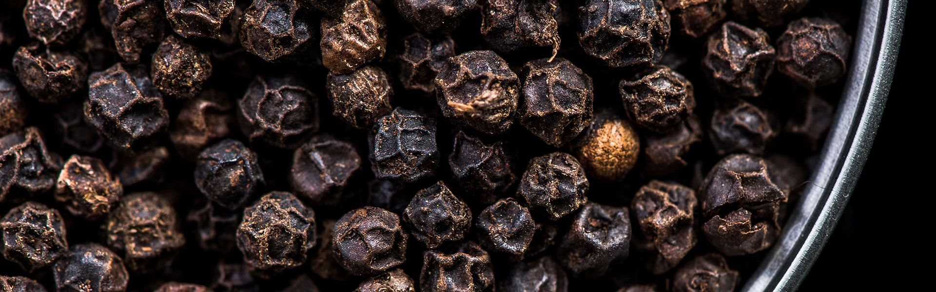 black-pepper-seeds-in-pot-with-copy-space-PV7Y3LR